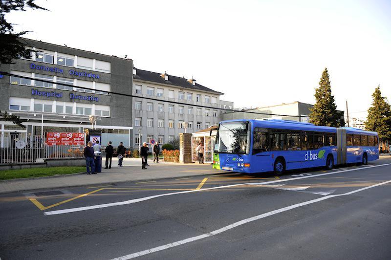 Donostiabuseko autobus bat, ospitaleetara iristen. (Argazkia: Mikel Goñi).