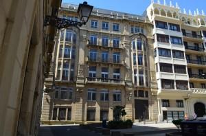 Lasala plazako eraikina