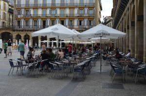 Konstituzio plazako terraza bat.