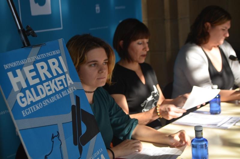 Nora Barragues, Leire Elosegi eta Carlota Alfaro, goizeko agerraldian. (Argazkia: Aritz Sorzabal)