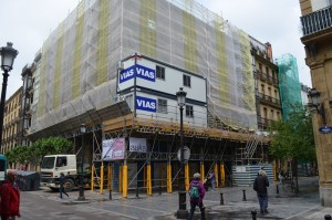 Hotela egiteko eraberritzen ari diren eraikina, Gipuzkoa plazan