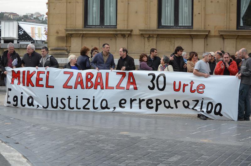 Mikel Zabalzaren gorpua agertu zela 30 urte bete zirela egindako elkarretaratzea, abendua
