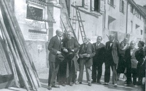 Mariri omenaldia 1933an, Kaian.