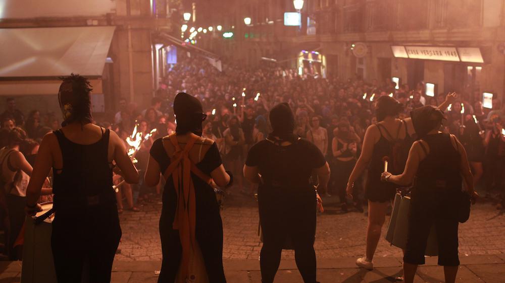 Gaueko manifestazioa, Santa Maria elizaren aurrean. (Argazkia Donostiako Piratak)