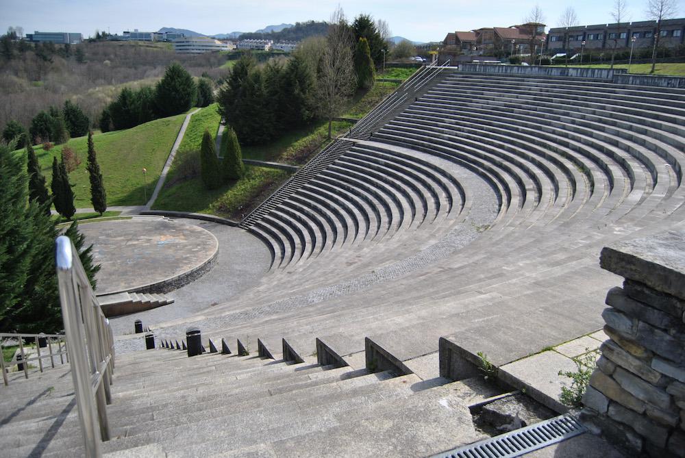 Miramoneko anfiteatroan egingo dute lehen kontzertua. (Argazkia: Irutxuloko Hitza).
