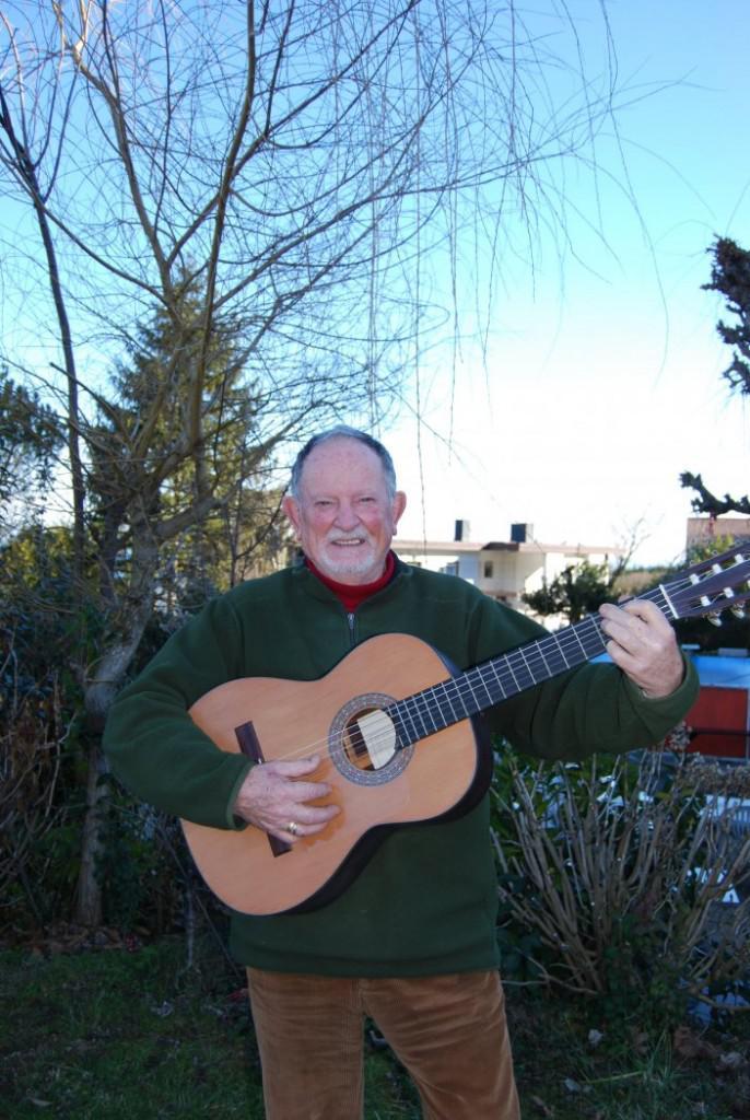 Jose Mari Soroa, bere gitarrarekin. (Argazkia: Irutxuloko Hitza)