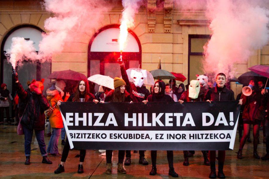 Askekintzak bloke antiespezista osatu du ehizaren manifestazioan (Argazkia: Askekintza)