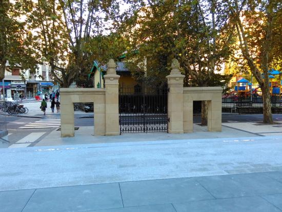 Andre Zigarrogileen plaza, Egian.