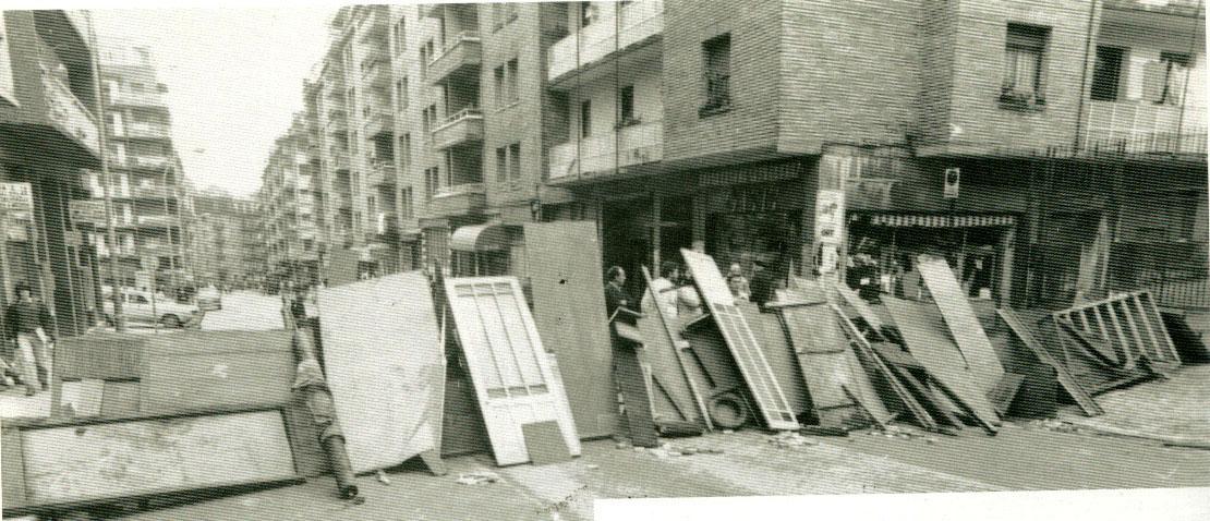 Barrikadak Egiako Karmengo Ama kalean, Gladys ehortzi eta hurrengo egunean. (Argazkia: Eguzki)