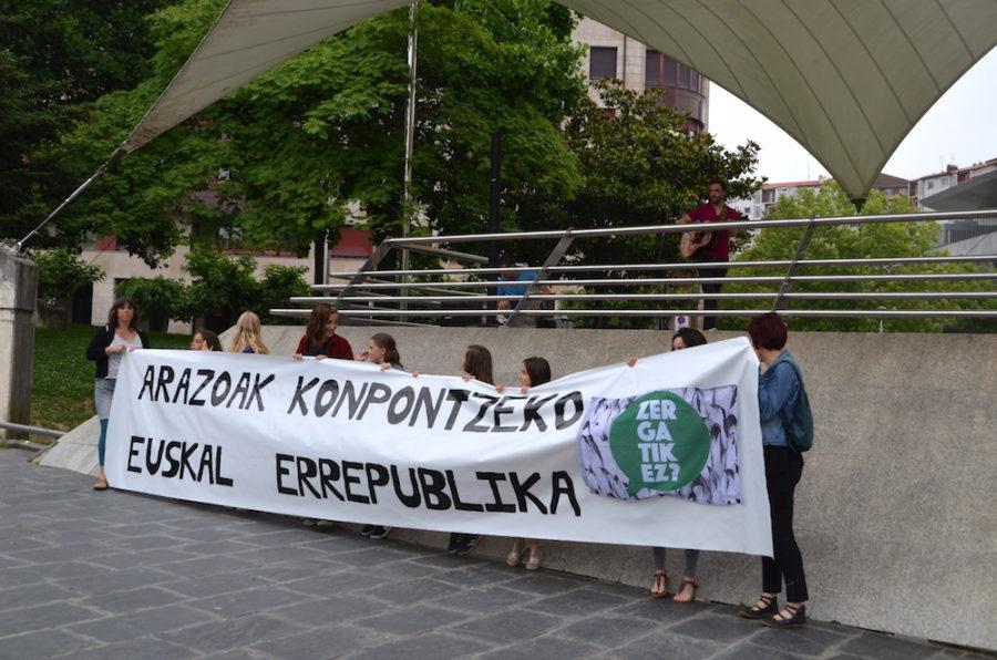 Iker Lauroba Zergatik ez? plataformak deitutako euskal errepublikaren aldeko manifestazioan. (Argazkia: Irati Salsamendi)