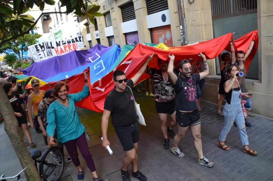 LGTBI eskubideen aldeko manifestazioa Sarriegi plazara sartzen. (Argazkia: Irati Salsamendi)
