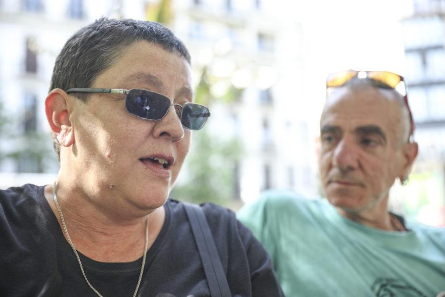 Pilar Mendibil 'Pilon' mugimendu feministako kidea ezkerrean, eta Mikel Martin EHGAMeko kidea eskuinean. (Argazkia: Joseba Parron)