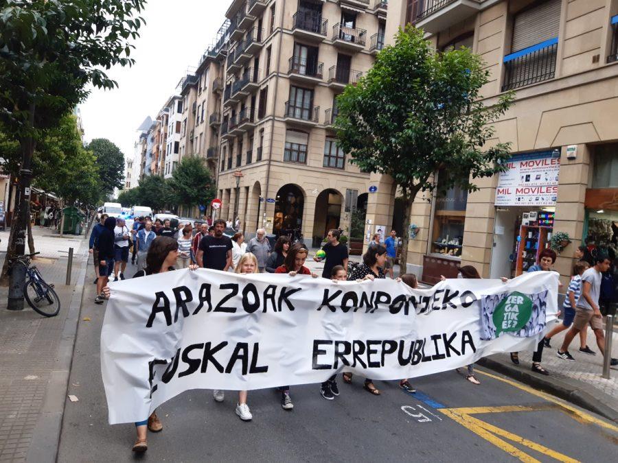 Zergatik ez? plataformak deituta euskal errepublikaren aldeko manifestazioa Antiguan. (Argazkia: Irati Salsamendi)