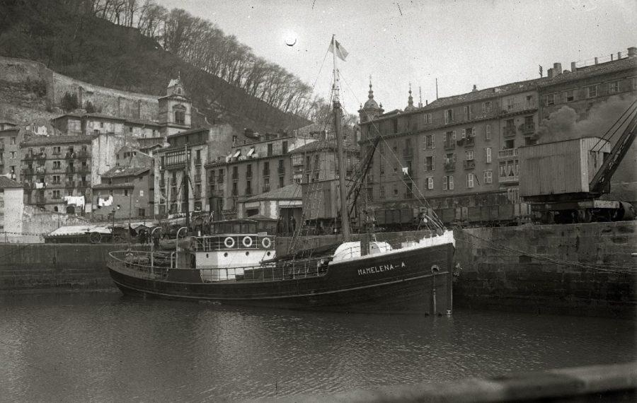 'Mamelena' ontzia, Donostiako lehen baporea, 1919an. (Argazkia: Kutxateka)