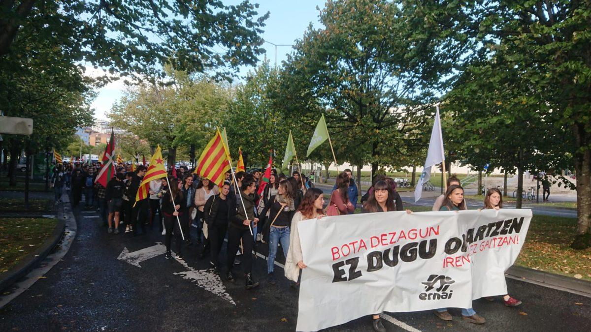 Ernaik deitutako manifestazioa, Ibaetatik Bulebarrerako bidean. (Argazkia: Ernai)