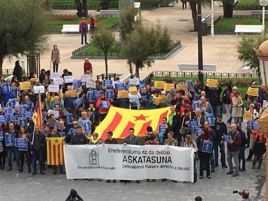 Alderdi Ederren protesta egin dute makina bat langilek. (Argazkia: LAB Donostiako Udala)
