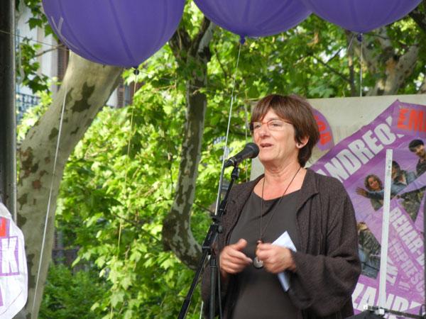 Juana Aranguren, Plazandreok-en hauteskunde kanpaina bateko mitin batean, 2011n. (Argazkia: Plazandreok)