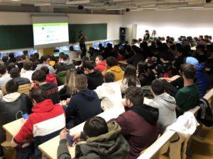Batxilergoko lehenengo mailako 487 gazte bildu dira EHUko Ibaetako campusean. (Argazkia: Xare)
