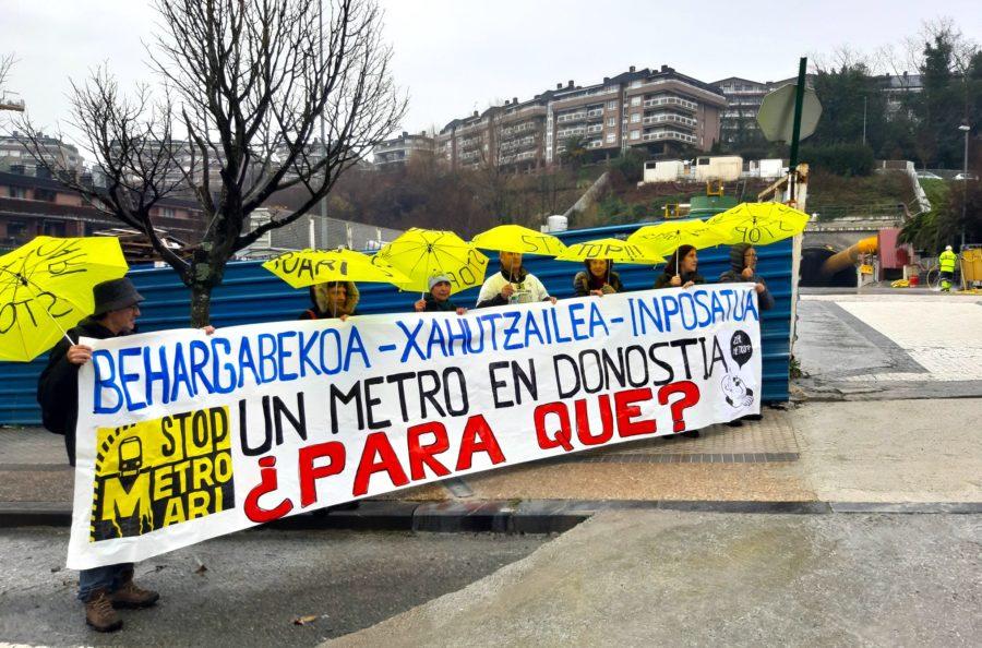 Satorralaiaren protesta parlamentarien aurrean