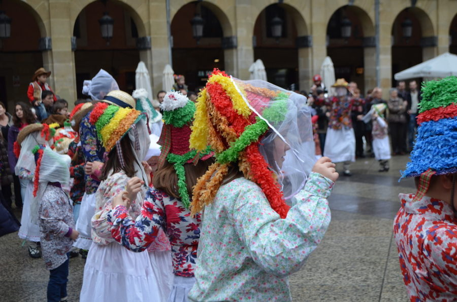 Gero Axular dantza taldearen euskal inauteria 2014an;Lantzeko inauteriz jantzi ziren. (Argazkia: Estitxu Zabala)
