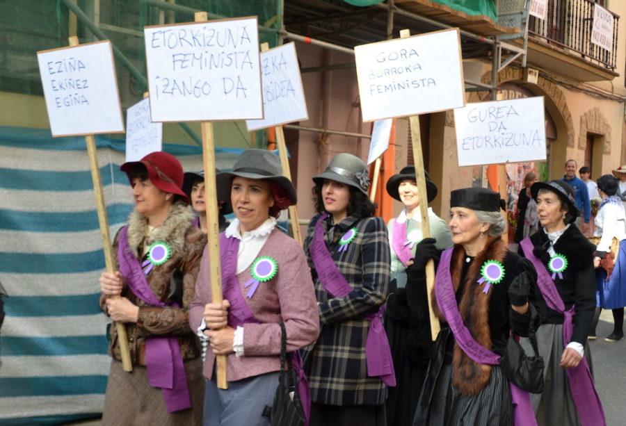 Aurten, berrikuntza gisa, emakumeen botoaren aldeko ekintzaile feminista talde bat batu da segiziora. (Argazkia: Irati Salsamendi Lozano)