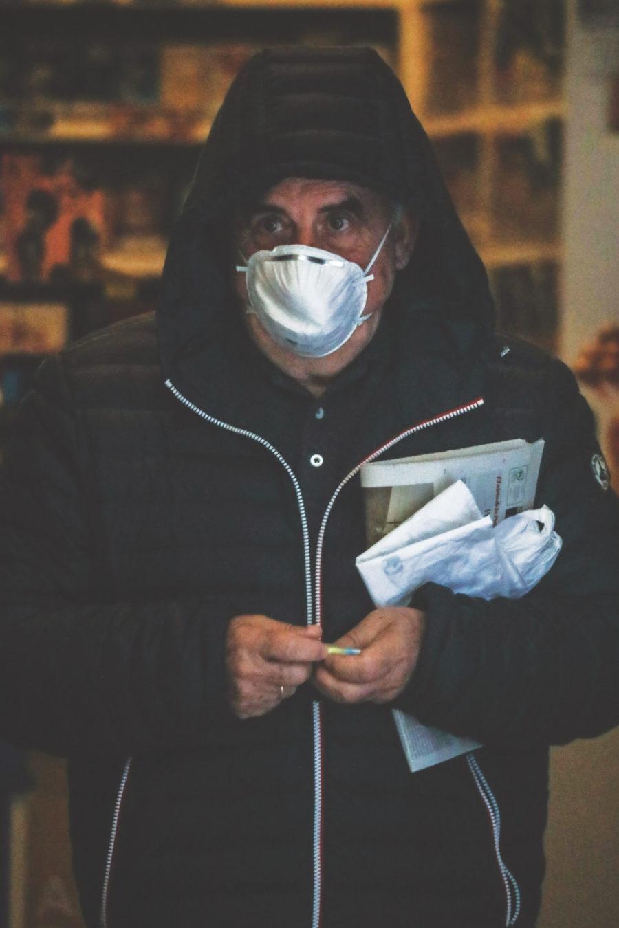 Koronabirusaren kutsadura saihesteko gomendatu duten neurrietako bat da maskara erabiltzea. (Argazkia: Joseba Parron)