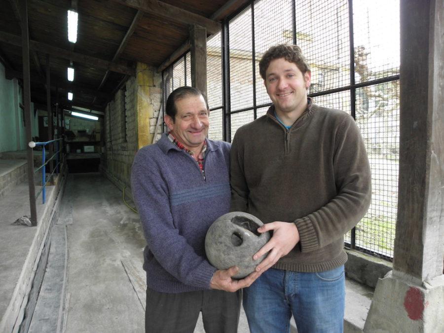 Pedro Lazkano, Xabier Lazkano semearekin, Ategorrietako bolategian, 2011n. (Argazkia: Estitxu Zabala)