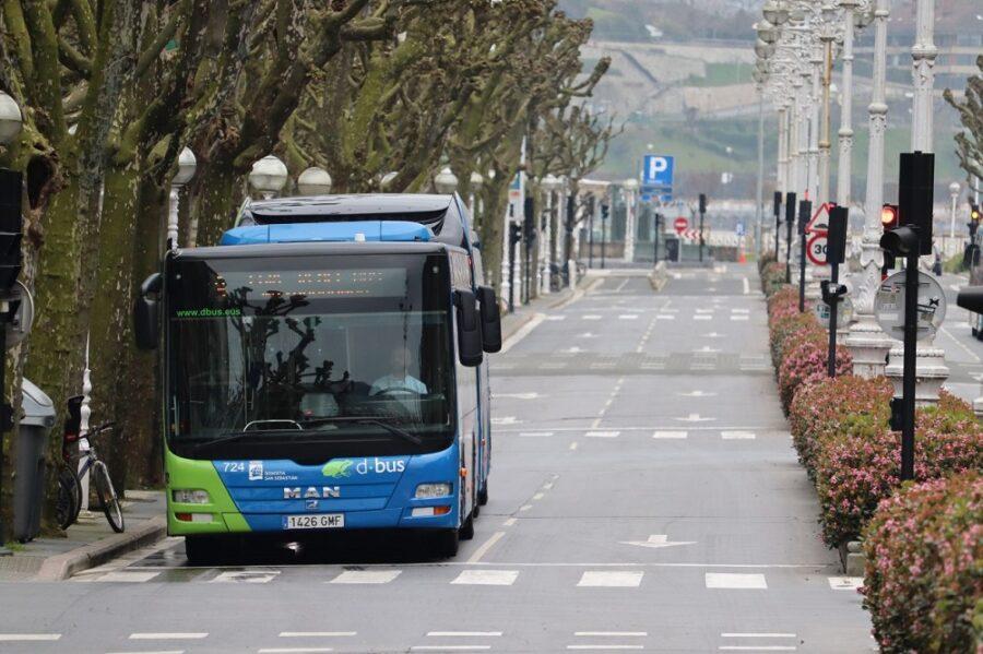 Dbuseko autobus bat Askatasunaren hiribidean, COVID-19aren pandemian. (Argazkia: Iñaki Agirre)