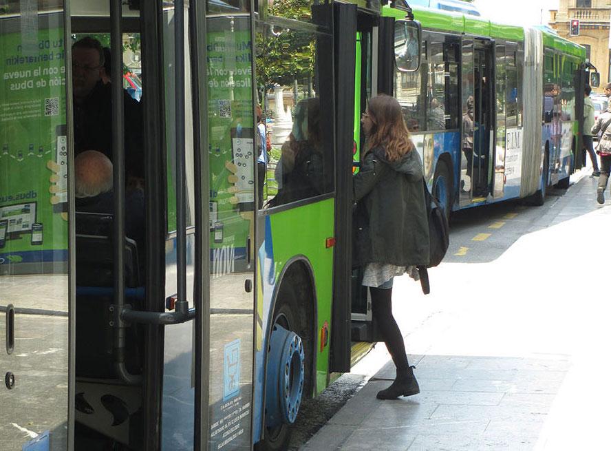 emakumeak autobusa