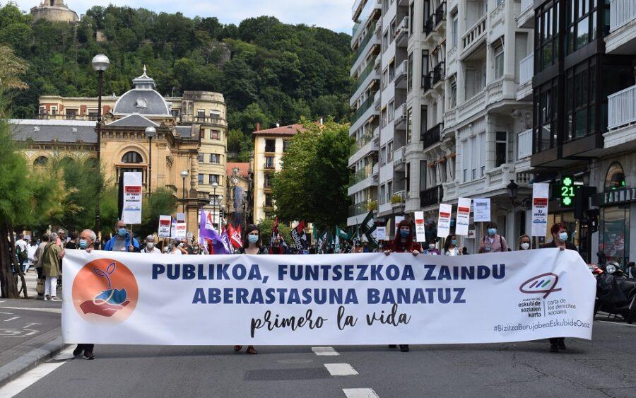 Alderdi Ederren hasi du Euskal Herriko Eskubide Sozialen Gutunak goizeko manifestazioa. (Argazkia: Irati Salsamendi)