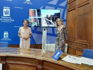Marisol Garmendia eta Pilar Arana zinegotzian, Loiolako zeharbidearen lanei buruzko agerraldian. (Argazkia: Irati Salsamendi)