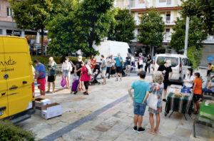 Joan den astelehenean Plaza Berrin egin zuten lehen aldiz Egiako Azoka Txikia. (Argazkia: Irati Salsamendi)
