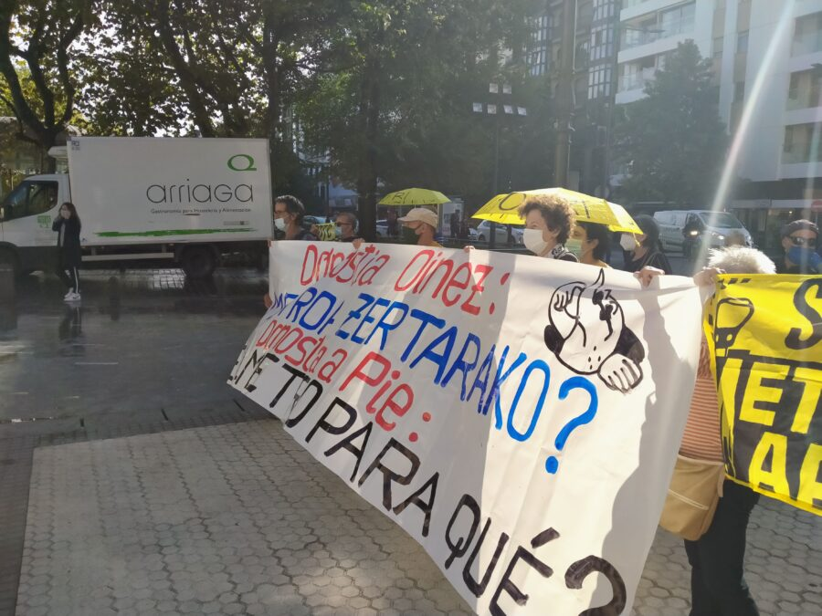 Satorralaia bizilagunen mugimenduaren protesta, Donostiako Metrominuto planoaren aurkezpenean. (Argazkia: Satorralaia)