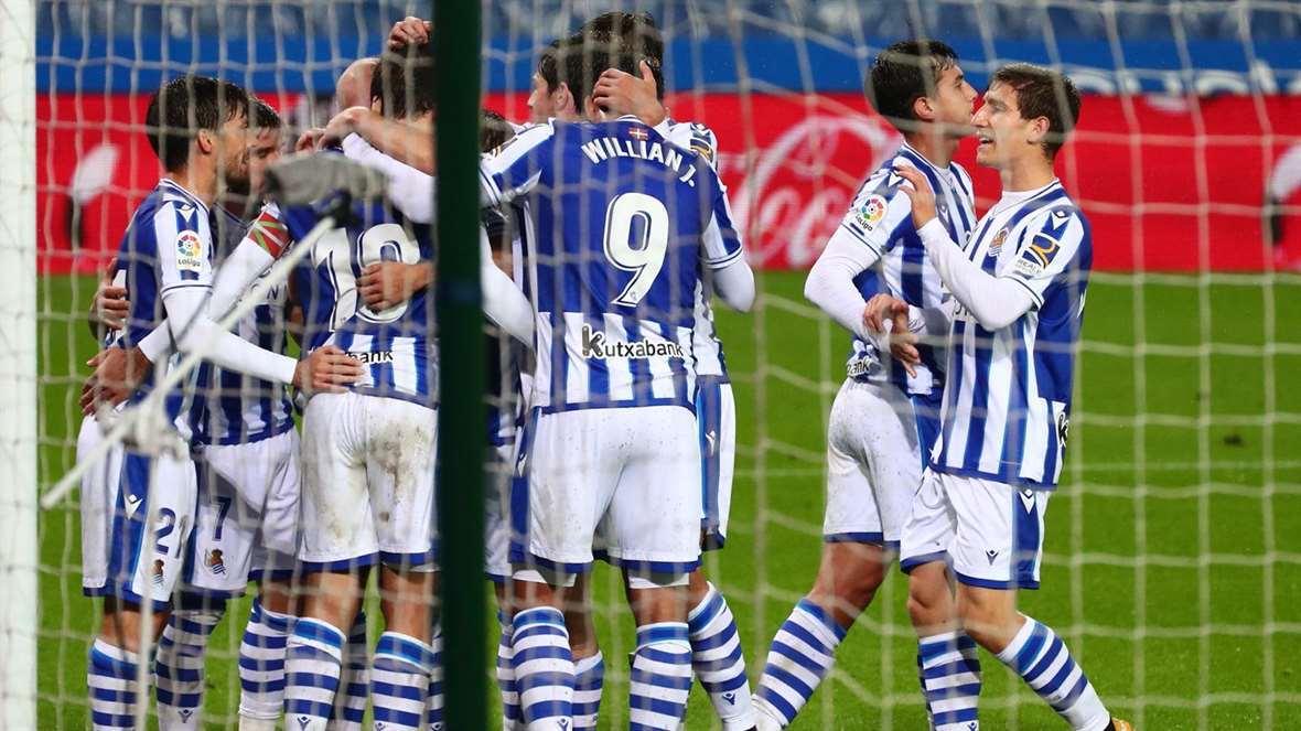 Realeko mutilek sailkapenaren lehen postuan jarraitu dute, Huescaren aurka 4 - 1 irabazi ostean. (Argazkia: Real Sociedad)
