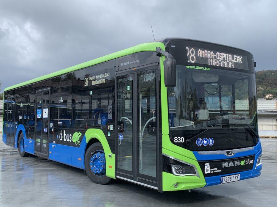 Hamabi autobus hibrido gehitu ditu Dbusek bere flotara: horietako sei martxan daude. (Argazkia: Dbus)