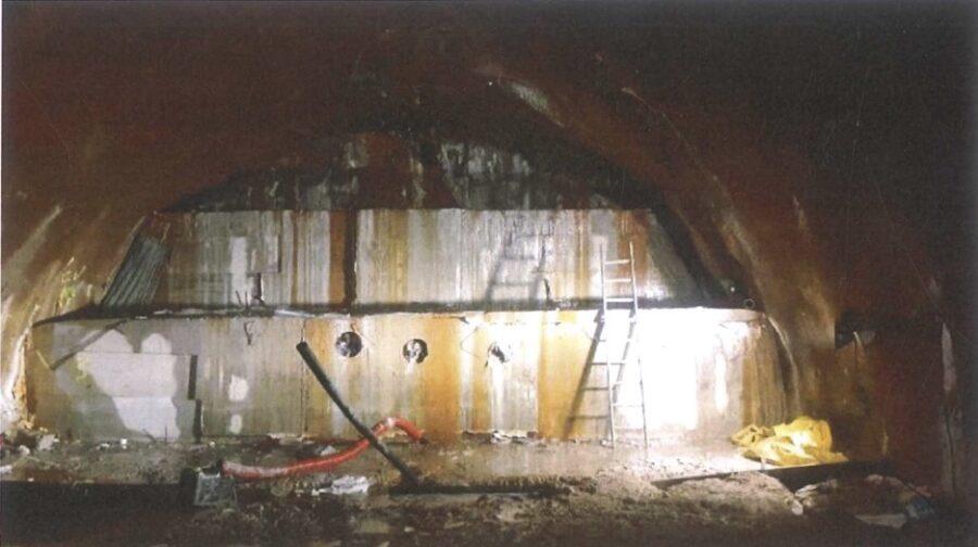 Metroko tuneleko kontrahorma. (Argazkia: Satorralaia)