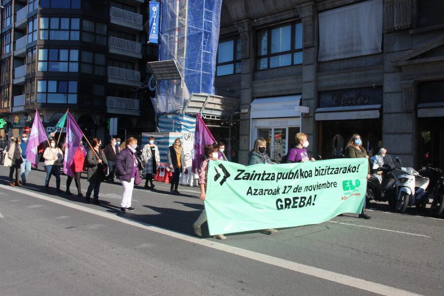 Kalitatezko zaintza publikoa eskatzeko manifestazioak Erdialdea hartu zuen pasa den urteko azaroan. (Argazkia: Maite Reizabal Arregi)