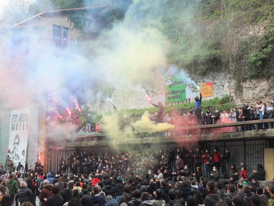 """Urtarrilaren 23an manifestazio jendetsua egin zuten Parte Zaharrean, """"gazte kriminalizazioa"""" salatzeko. (Argazkia: AZGA)"""