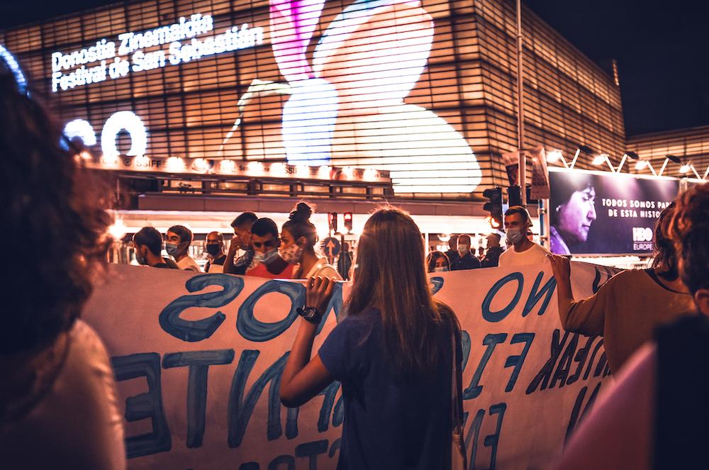 Pasa den irailean BiziLagunEkin plataformak turistifikazioa salatzeko egindako manifestazioaren irudia. (Argazkia: Jon Xabier Zabala)