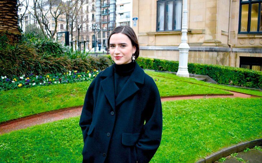 """Moda Clara Mendizabalen familiako """"tradizioaren"""" parte da. Mendizabalen amonak, amak eta izebak moda-enpresa bat dute Donostian. (Argazkia: Mikel Elkoroberezibar Beloki)"""