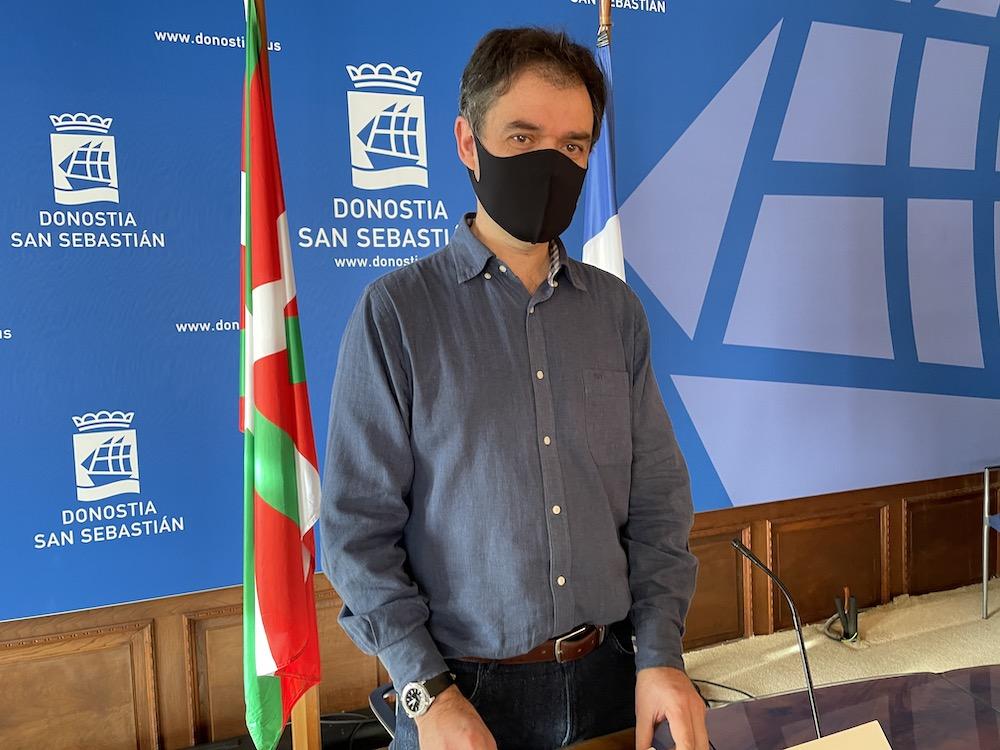 Ricardo Burutaran EH Bilduko zinegotzia, gaur egin duen prentsaurrekoan. (Argazkia: EH BIldu)
