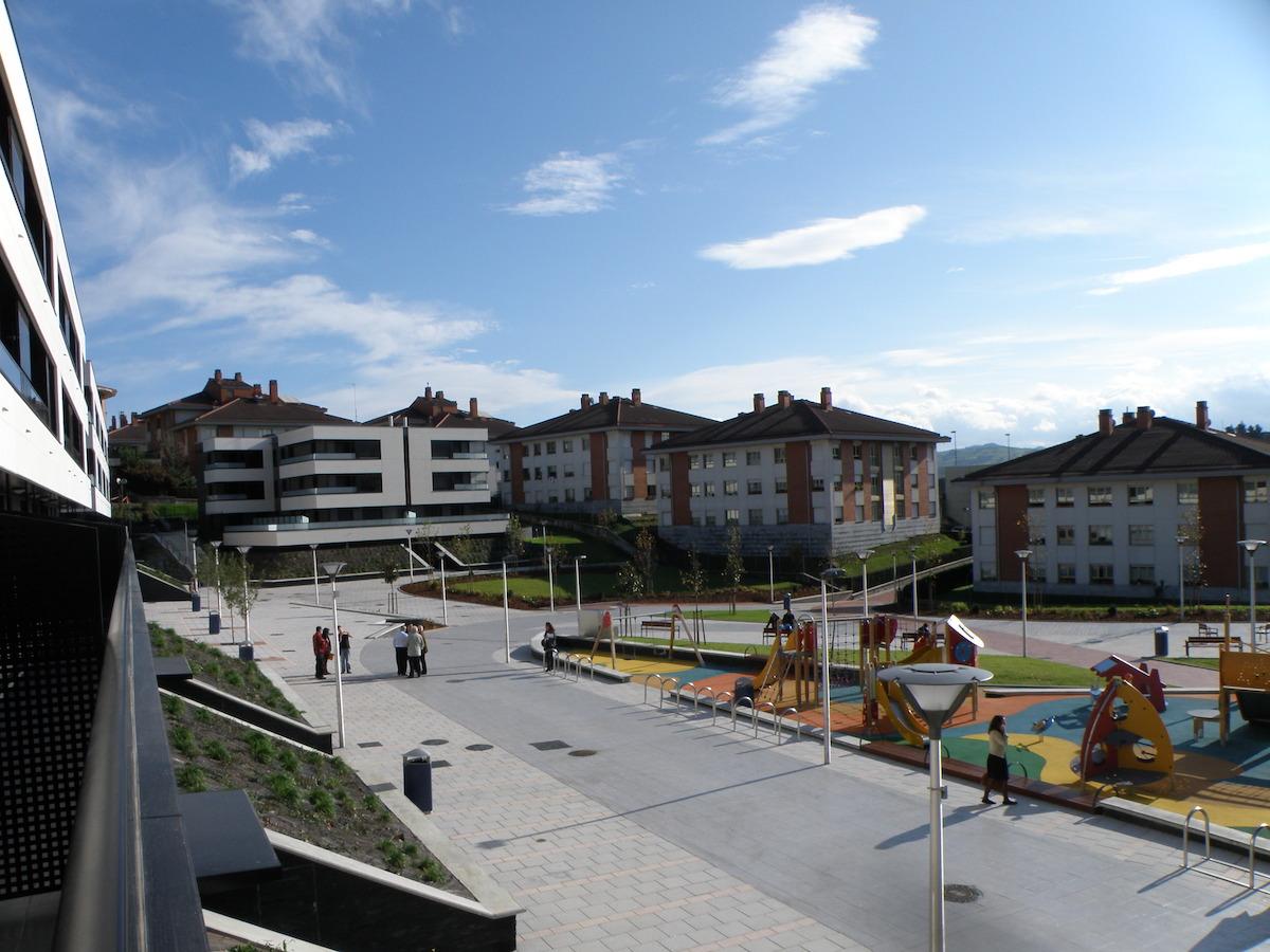 Aieteko Hiru Damatxo plaza. (Argazkia: Xabier Etxabe)